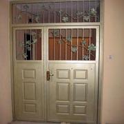 Тамбурные металлические двери,  стальные решётки,  кладовки